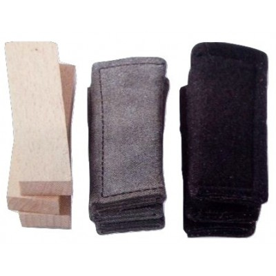 Oggetti traccia. 3 pezzi: legno, pelle e feltro per cani